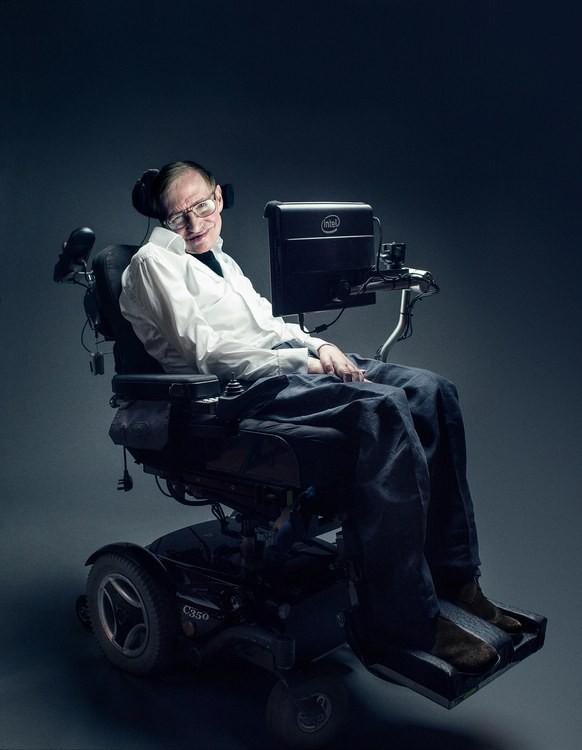 Mất khả năng nói từ năm 1985, Stephen Hawking đã làm cách nào để nói chuyện với thế giới? Hãy hỏi Intel - ảnh 1