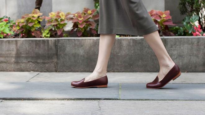 Những tác hại của việc đi giày không đi tất không phải ai cũng biết - ảnh 4