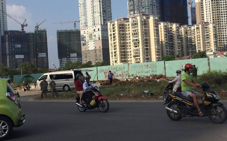 Thi thể phân hủy nằm cạnh rào chắn công trình ở Sài Gòn có thể là của một đạo diễn, nghệ sĩ