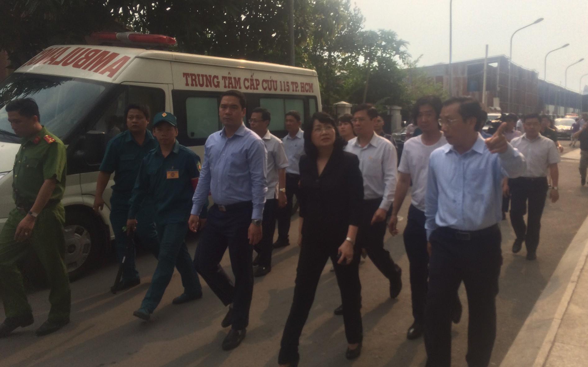 Phó Chủ tịch nước Đặng Thị Ngọc Thịnh thăm cư dân Carina sau vụ hỏa hoạn