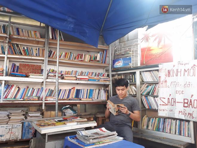 Cụ bà 73 tuổi trích lương hưu làm quầy sách báo miễn phí giữa Hà Nội: Từ lúc mở đến nay, ngày nào cũng nhận được quà - Ảnh 2.