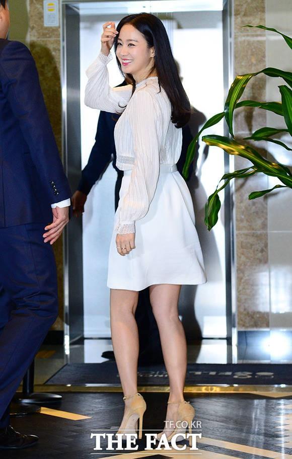 Kim Tae Hee lộ diện chính thức hậu sinh con: Đẹp khó tin, nhưng vóc dáng của cô mới là điều gây bất ngờ nhất - ảnh 4