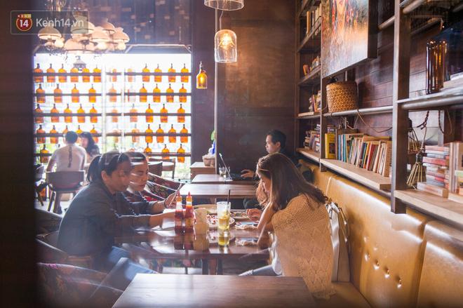 Các quán cà phê mở trong building: Không chỉ tiện, mà còn rất xinh để chụp hình sống ảo - Ảnh 7.
