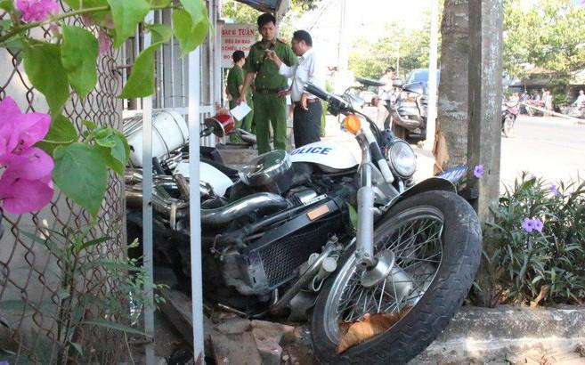 Bình Dương: Hai chiến sĩ CSGT trọng thương vì bị ô tô chở thuốc lá lậu tông văng vào vỉa hè