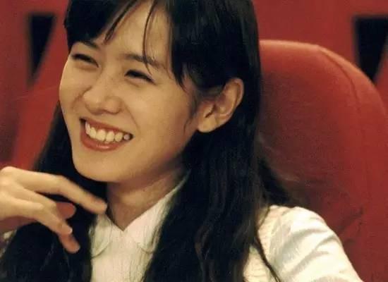 2 quốc bảo nhan sắc Hàn Quốc Song Hye Kyo và Son Ye Jin: Đều đẹp, siêu giàu, nhưng tình duyên lại quá khác biệt - Ảnh 2.
