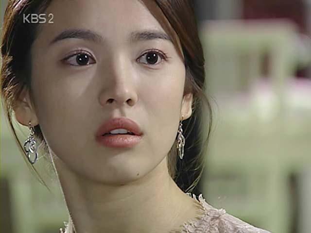 2 quốc bảo nhan sắc Hàn Quốc Song Hye Kyo và Son Ye Jin: Đều đẹp, siêu giàu, nhưng tình duyên lại quá khác biệt - Ảnh 7.