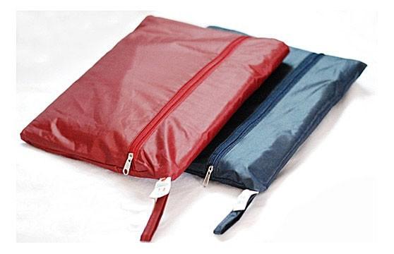 Đố bạn: Tìm sự khác biệt giữa mẫu túi mới của Louis Vuitton với túi đựng áo mưa - ảnh 3