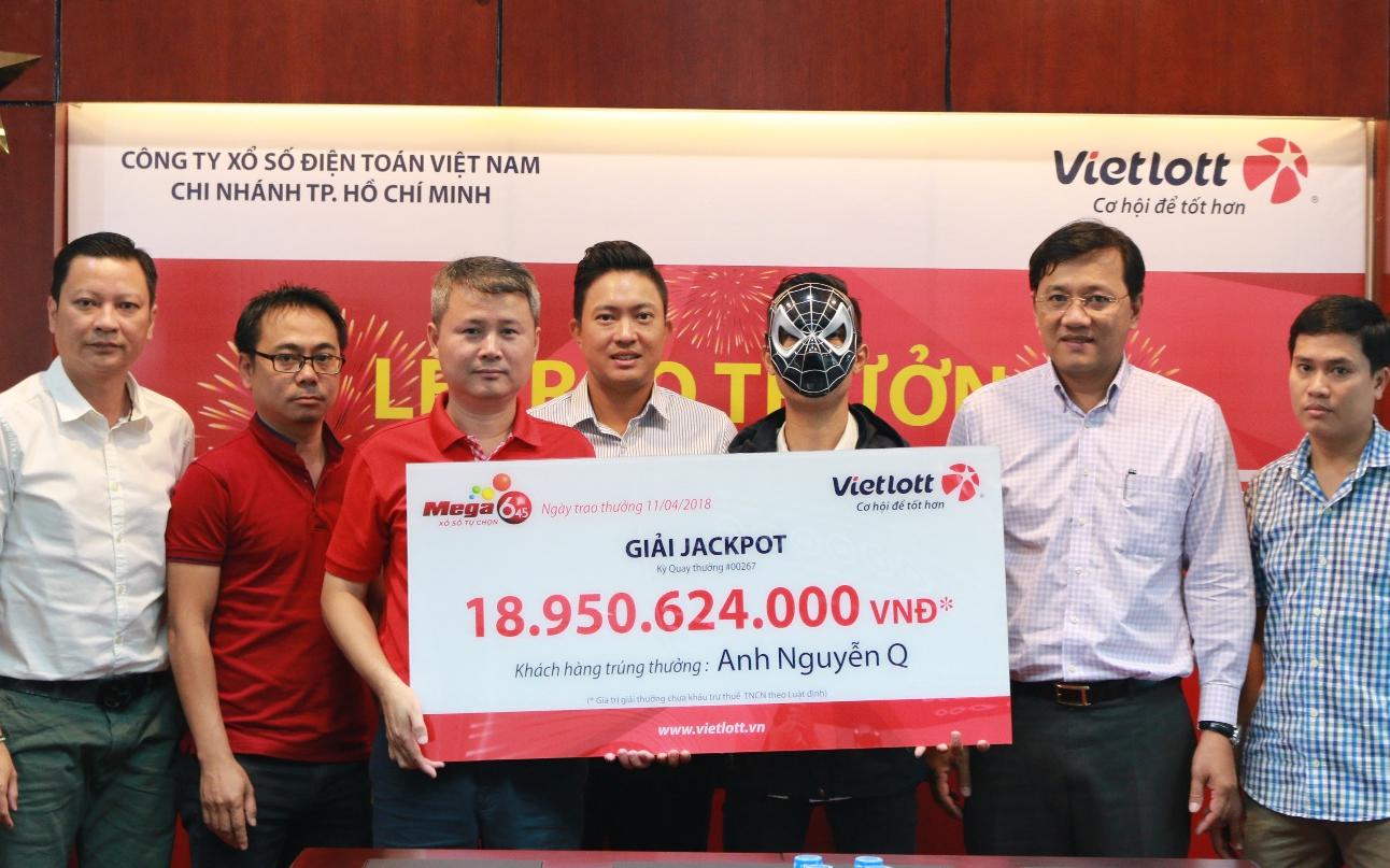 Mỗi ngày mua 50 tờ vé số Vietlott trong suốt 1 năm, tài xế Grab trở thành tỷ phú trúng 19 tỷ đồng