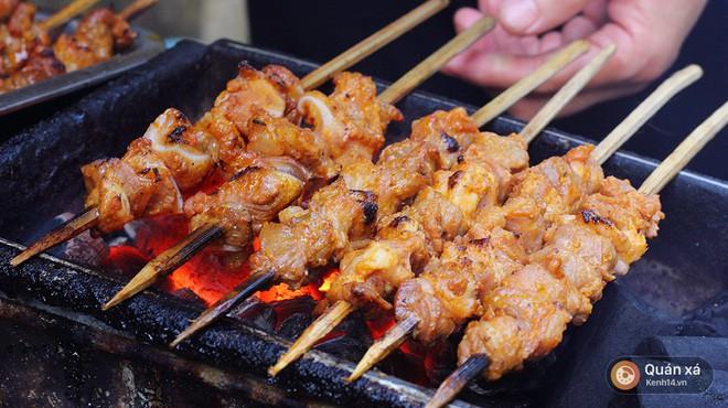 Cần lắm một hàng thịt xiên nướng vị Thái được ướp cùng dừa và nước mắm ngay tại Hà Nội - Ảnh 1.