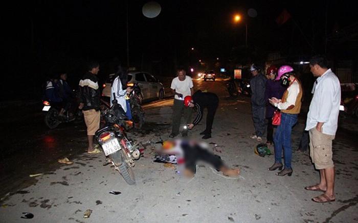 Nghệ An: 2 xe máy đối đầu, 4 người thương vong