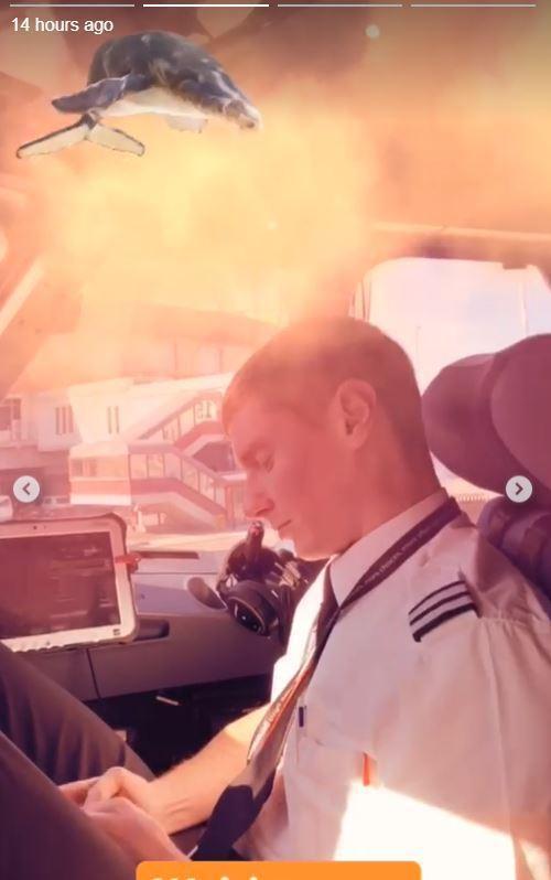 Phi công vui tính chụp ảnh tự sướng trong buồng lái, lập tức nhận về cái kết không thể nào đắng hơn - ảnh 5