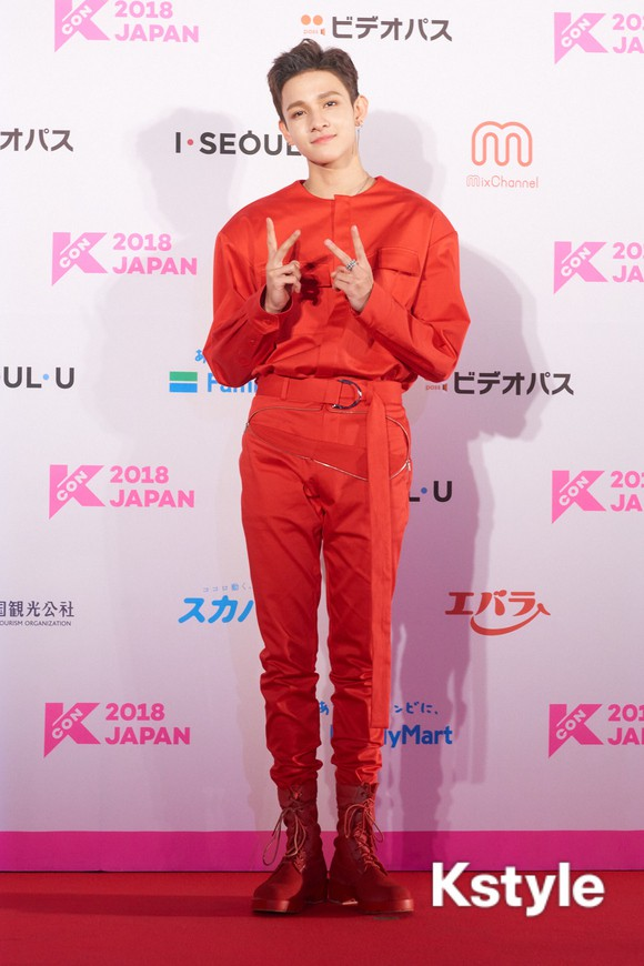 Thảm đỏ KCON 2018 Nhật: 2 nữ thần tượng bị chê xấu nhất lịch sử Kpop cùng lộ diện bên quân đoàn idol đình đám - Ảnh 19.