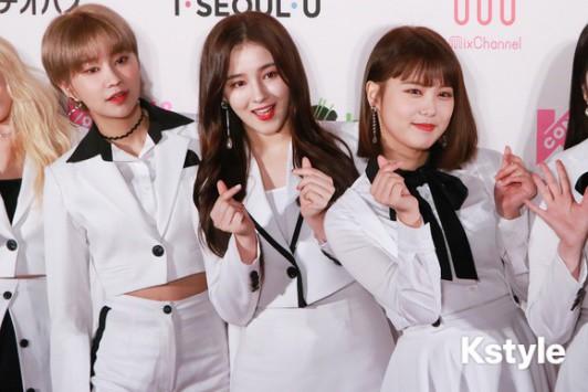 Thảm đỏ KCON 2018 Nhật: 2 nữ thần tượng bị chê xấu nhất lịch sử Kpop cùng lộ diện bên quân đoàn idol đình đám - Ảnh 7.