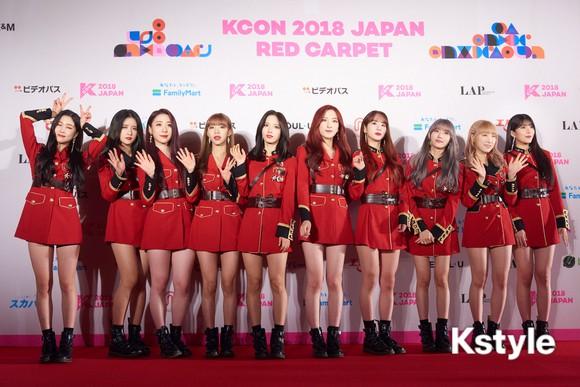 Thảm đỏ KCON 2018 Nhật: 2 nữ thần tượng bị chê xấu nhất lịch sử Kpop cùng lộ diện bên quân đoàn idol đình đám - Ảnh 27.