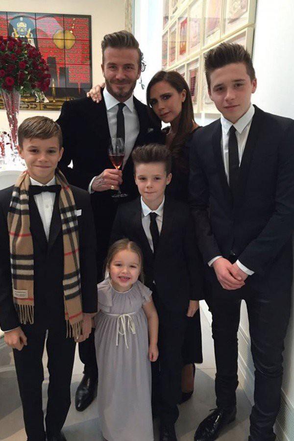 Từ cậu cả đến cô út, các bé con năm nào của nhà Beckham đều đã lớn ngồng rồi! - ảnh 1