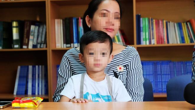 """TP.HCM: Bác sĩ BV Nhi Đồng 1 dùng kỹ thuật """"chưa thực hiện trong đời bao giờ"""" cứu lá lách bé trai 3 tuổi - ảnh 1"""