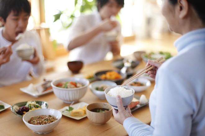 """""""Ai cũng được ăn món mình thích"""" – bí quyết thần kì giúp con hết kén ăn của mẹ Nhật - ảnh 1"""