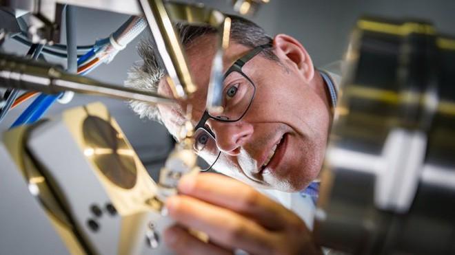 Các nhà khoa học vô tình tạo ra enzyme đột biến tiêu hủy được nhựa chỉ trong vài ngày - ảnh 1