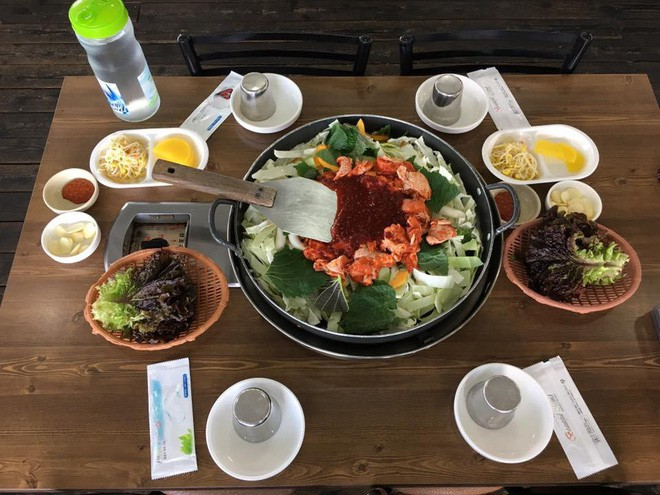 Mê Dak galbi nhưng ít người biết món gà xào bắp cải này từng là món ăn của sinh viên nghèo xứ Hàn Quốc - ảnh 3