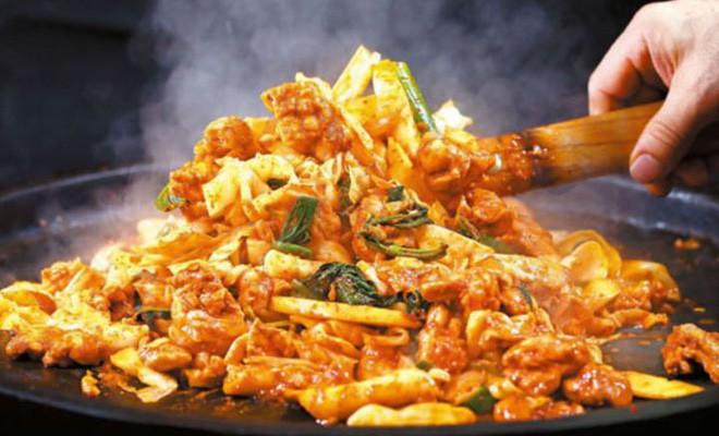 Mê Dak galbi nhưng ít người biết món gà xào bắp cải này từng là món ăn của sinh viên nghèo xứ Hàn Quốc - ảnh 6
