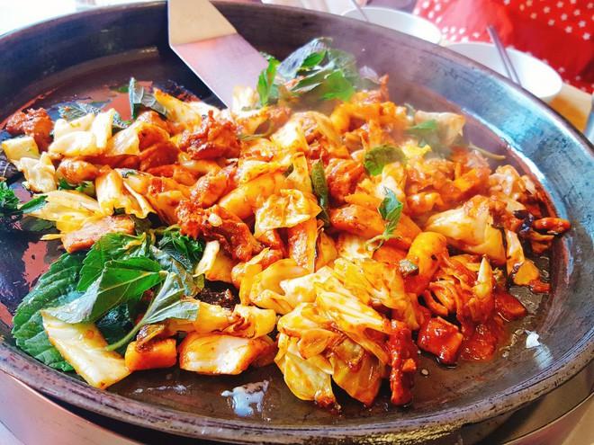 Mê Dak galbi nhưng ít người biết món gà xào bắp cải này từng là món ăn của sinh viên nghèo xứ Hàn Quốc - ảnh 7