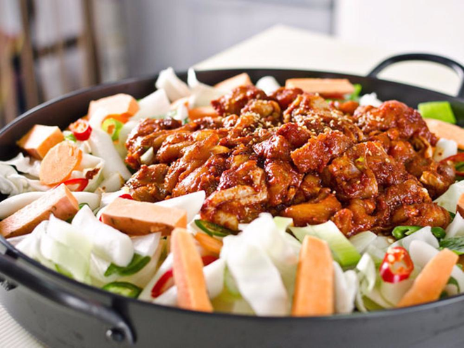 Mê Dak galbi nhưng ít người biết món gà xào bắp cải này từng là món ăn của sinh viên nghèo xứ Hàn Quốc - ảnh 8