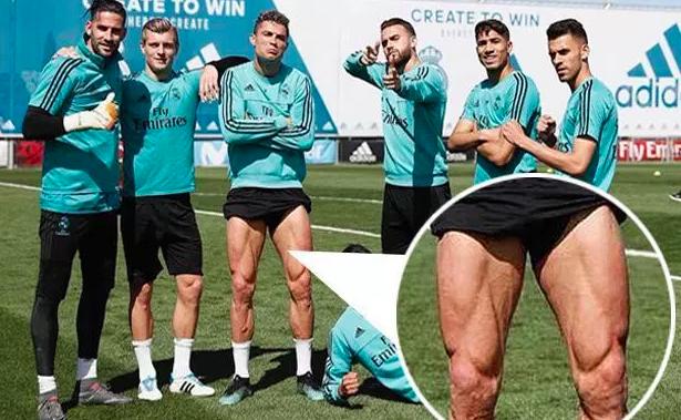 Ronaldo khoe bắp đùi cuồn cuộn cơ, sẵn sàng cho đại chiến với Bayern - ảnh 1