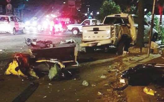 Ô tô húc văng nhiều xe máy ở Sài Gòn, tông gãy cây xanh, nhiều người nằm la liệt trên đường