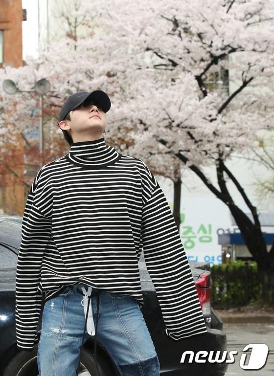 Tiên cảnh hoa anh đào tại Hàn: Mỹ nhân Hani chiếm hết spotlight, Wanna One xuất hiện cùng quân đoàn mỹ nam - Ảnh 20.