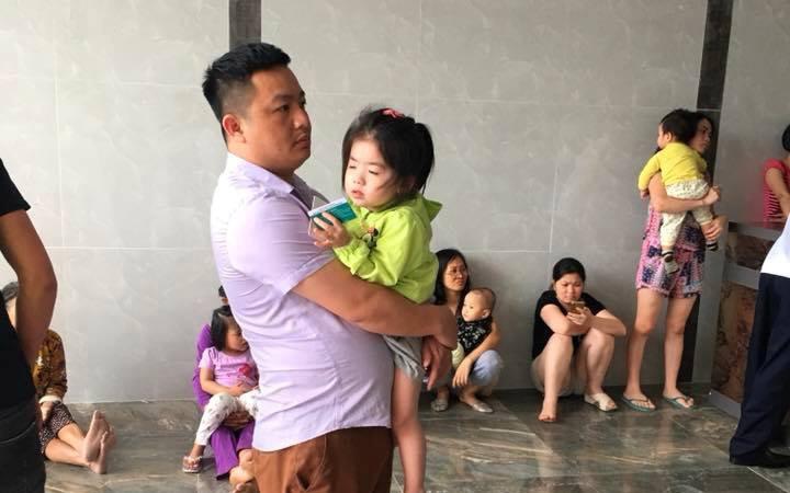 Hà Nội: Chuông báo cháy 2 lần/ngày, thai phụ khóc nức nở bế con sơ sinh chạy bộ từ tầng 20 xuống tầng 1, có người còn mặc nguyên cả đồ tắm