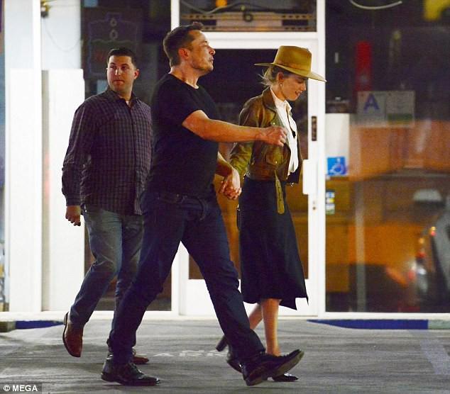 Amber Heard công khai nắm tay tái hợp Elon Musk - đại gia sở hữu hàng trăm nghìn tỷ đồng - Ảnh 3.