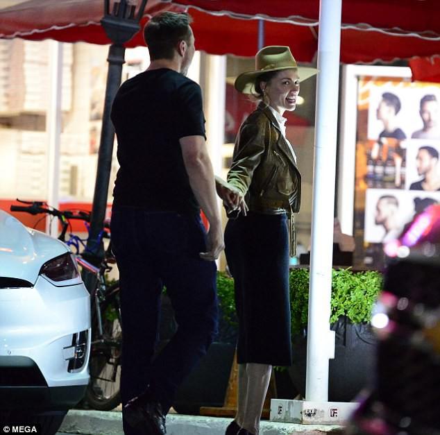 Amber Heard công khai nắm tay tái hợp Elon Musk - đại gia sở hữu hàng trăm nghìn tỷ đồng - Ảnh 7.