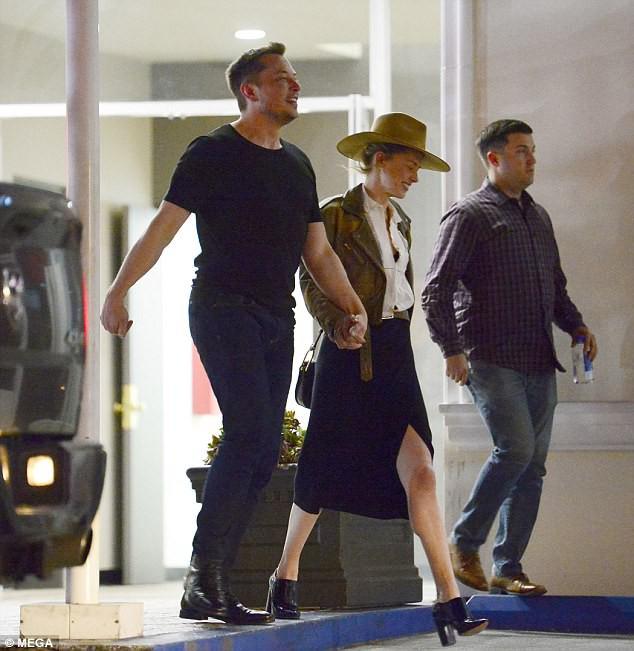 Amber Heard công khai nắm tay tái hợp Elon Musk - đại gia sở hữu hàng trăm nghìn tỷ đồng - Ảnh 2.
