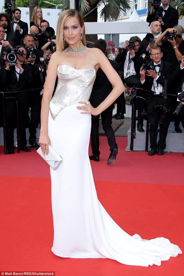 Thảm đỏ LHP Cannes: Cô bé đẹp nhất thế giới khoe sắc giữa dàn mỹ nhân hở bạo, chỉ có 1 đại diện Trung Quốc - Ảnh 18.