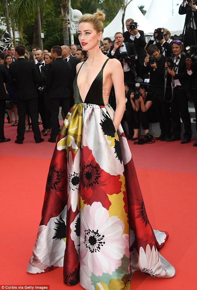 Thảm đỏ LHP Cannes: Cô bé đẹp nhất thế giới khoe sắc giữa dàn mỹ nhân hở bạo, chỉ có 1 đại diện Trung Quốc - Ảnh 5.