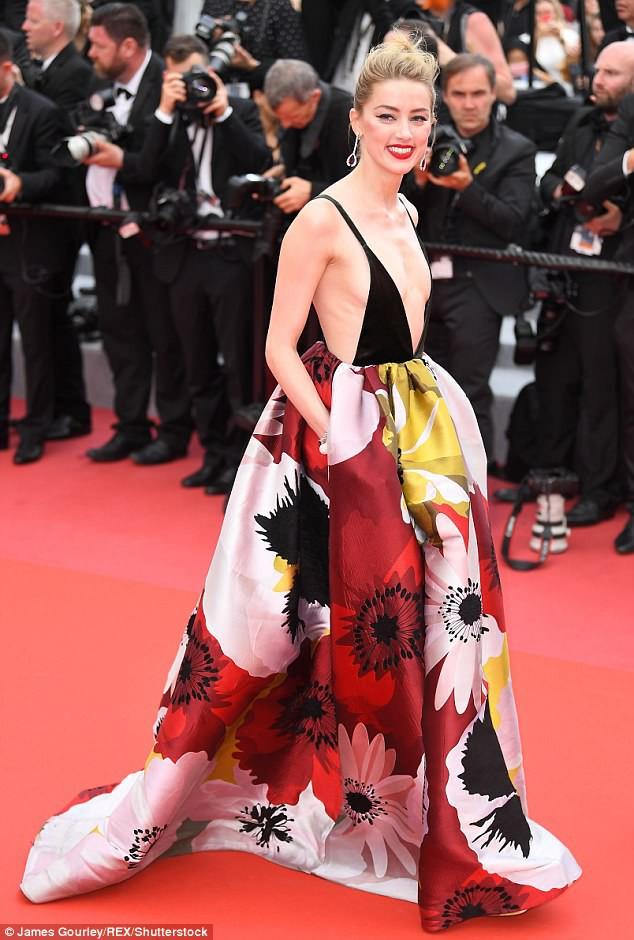 Thảm đỏ LHP Cannes: Cô bé đẹp nhất thế giới khoe sắc giữa dàn mỹ nhân hở bạo, chỉ có 1 đại diện Trung Quốc - Ảnh 3.