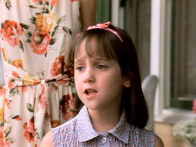 """12 cô nàng """"mọt sách"""" quyến rũ trên màn ảnh Hollywood - ảnh 12"""