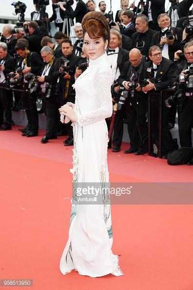 Cuối cùng Lý Nhã Kỳ cũng đưa tà Áo dài truyền thống Việt Nam xuất hiện nổi bật trên thảm đỏ Cannes ngày thứ 7 - Ảnh 11.