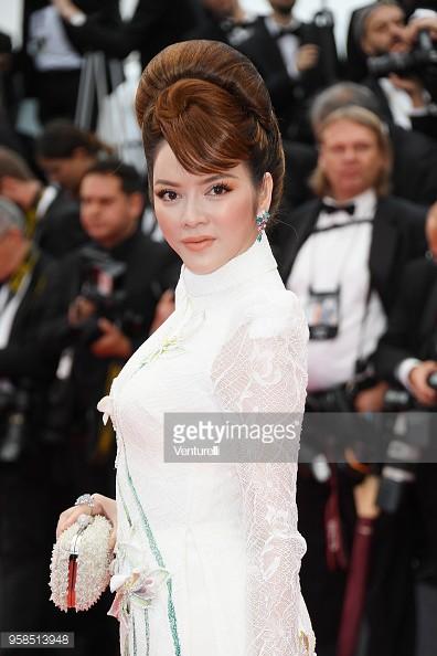 Cuối cùng Lý Nhã Kỳ cũng đưa tà Áo dài truyền thống Việt Nam xuất hiện nổi bật trên thảm đỏ Cannes ngày thứ 7 - Ảnh 12.