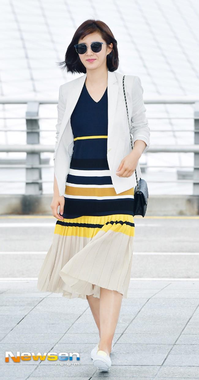 Jolie Nguyễn xúng xính street style với đồng hồ 480 triệu đồng, Quỳnh Anh Shyn khoe sneaker Chanel chất lừ - Ảnh 15.