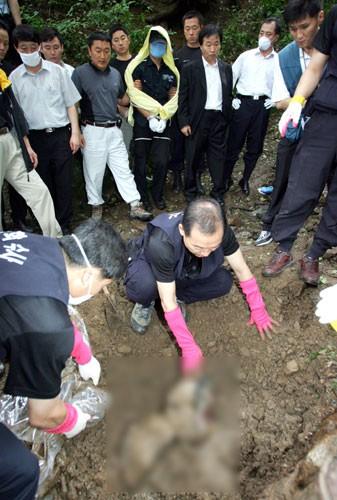 Tên sát nhân hàng loạt man rợ nhất Hàn Quốc: Lấy cảm hứng từ kẻ thủ ác khác, trong vòng 1 năm giết 19 mạng người - ảnh 4