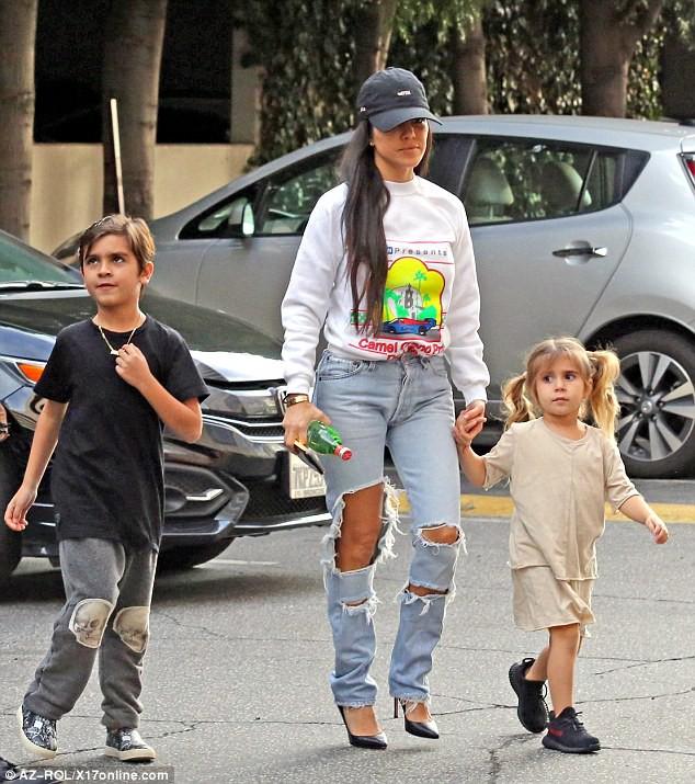 Sinh ra trong Hoàng gia nước Mỹ, các bé nhà Kardashian từ nhỏ phải tuân theo loạt quy định nghiêm ngặt - ảnh 8