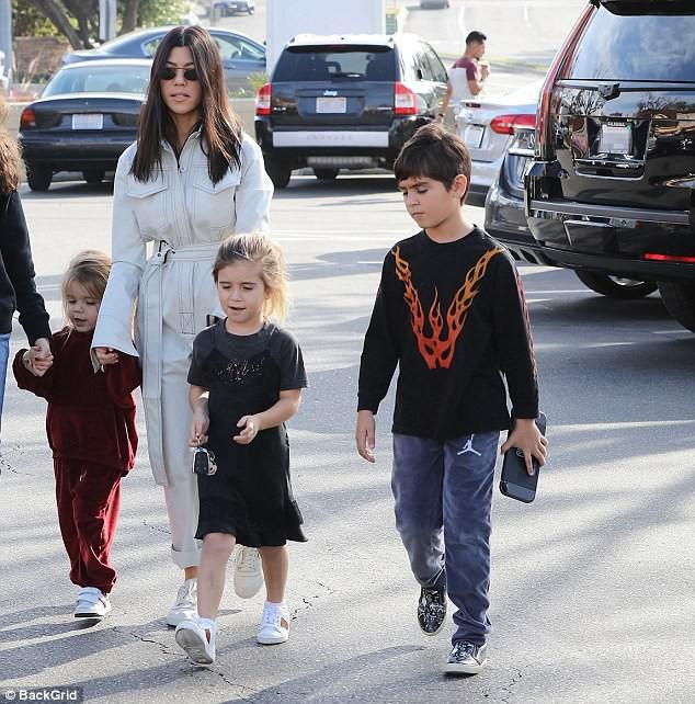 Sinh ra trong Hoàng gia nước Mỹ, các bé nhà Kardashian từ nhỏ phải tuân theo loạt quy định nghiêm ngặt - ảnh 6