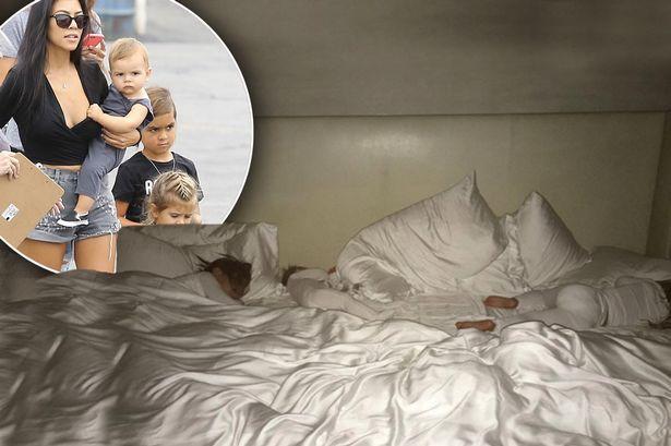 Sinh ra trong Hoàng gia nước Mỹ, các bé nhà Kardashian từ nhỏ phải tuân theo loạt quy định nghiêm ngặt - ảnh 3
