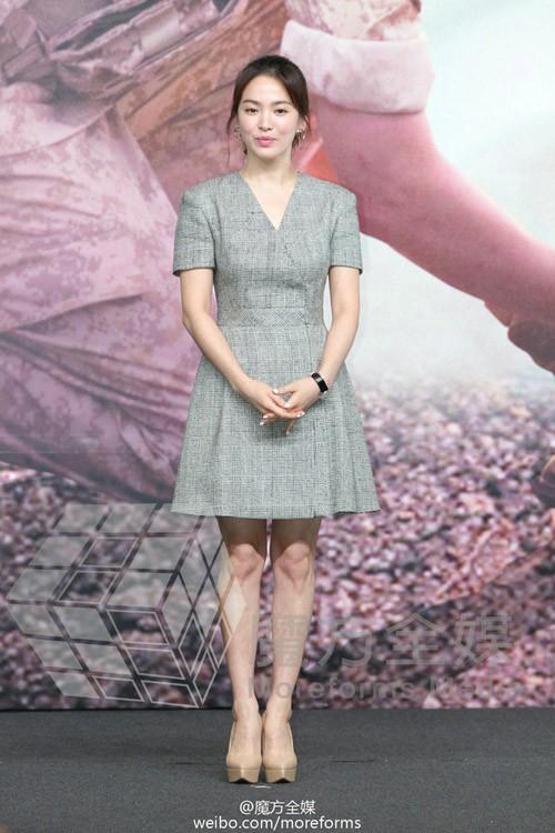 Chỉ trung thành với giày màu nude, nhưng hoá ra đây là cách mà Song Hye Kyo diện đẹp mọi bộ đồ - Ảnh 6.