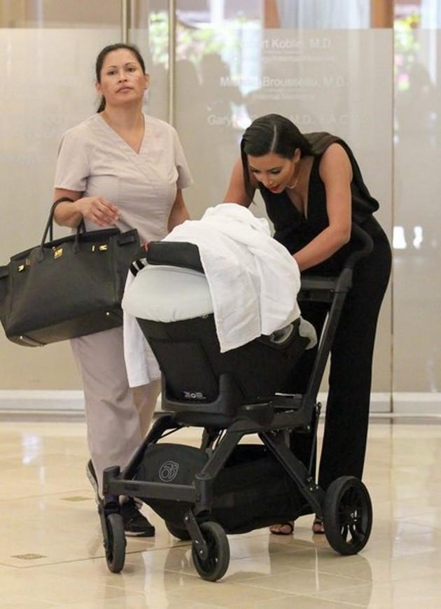 Sinh ra trong Hoàng gia nước Mỹ, các bé nhà Kardashian từ nhỏ phải tuân theo loạt quy định nghiêm ngặt - ảnh 9