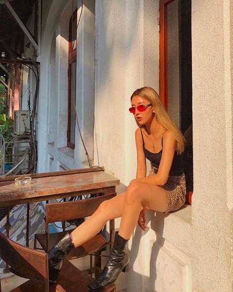 Soi ngay phong cách pose ảnh làm nên thương hiệu của các hotgirl Việt - ảnh 10