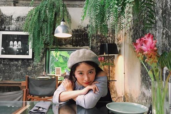 Soi ngay phong cách pose ảnh làm nên thương hiệu của các hotgirl Việt - ảnh 21