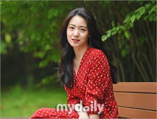 Cùng ngày bị CEO MBK vạch mặt, rắn độc Hyoyoung nhận gạch đá vì xuất hiện đầy quyến rũ trong loạt ảnh mới - ảnh 3