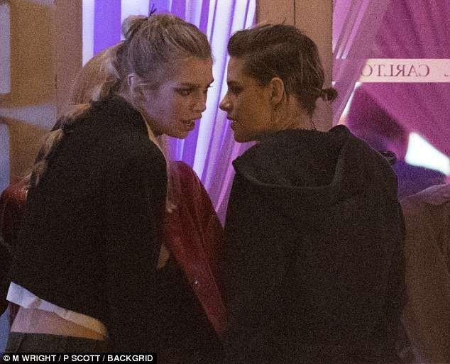 Nổi bật giữa các sao nữ, Kristen liên tục phá luật Cannes, hết đi chân trần lại mặc quần nam tính trên thảm đỏ - ảnh 1